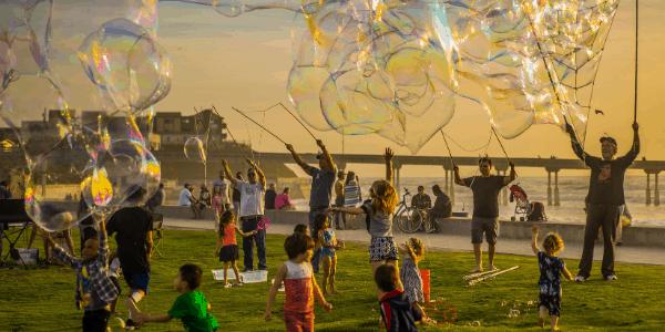 children-giant-bubbles